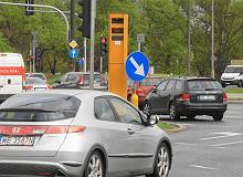 Polski kierowca widzi fotoradar i panikuje. Średnio jedziemy o 20-30 km/h za wolno
