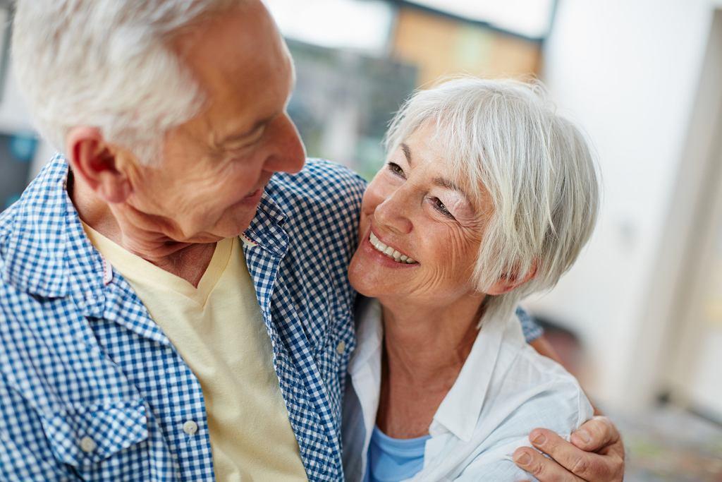 Im więcej mamy lat, tym bardziej jesteśmy... szczęśliwi (fot. laflor / iStockphoto.com)