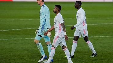 Męczarnie Realu Madryt w meczu z beniaminkiem. Dwa gole Varane'a