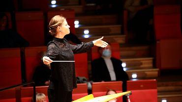 Anna Sułkowska-Migoń jest dyrygentem-rezydentem w Filharmonii Dolnośląskiej w sezonie artystycznym 2020/2021