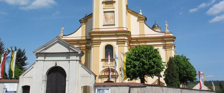 Doniósł, że kościół nie przestrzega limitów - dostał wezwanie do kurii