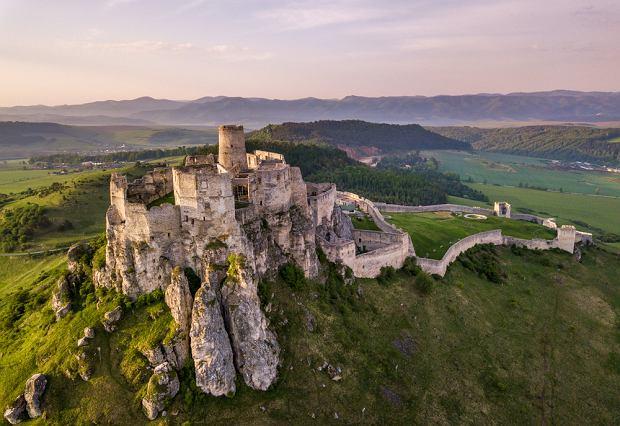 Zamek skrywający Bursztynową Komnatę i spacer 24 metry nad ziemią. Najciekawsze atrakcje blisko polskiej granicy