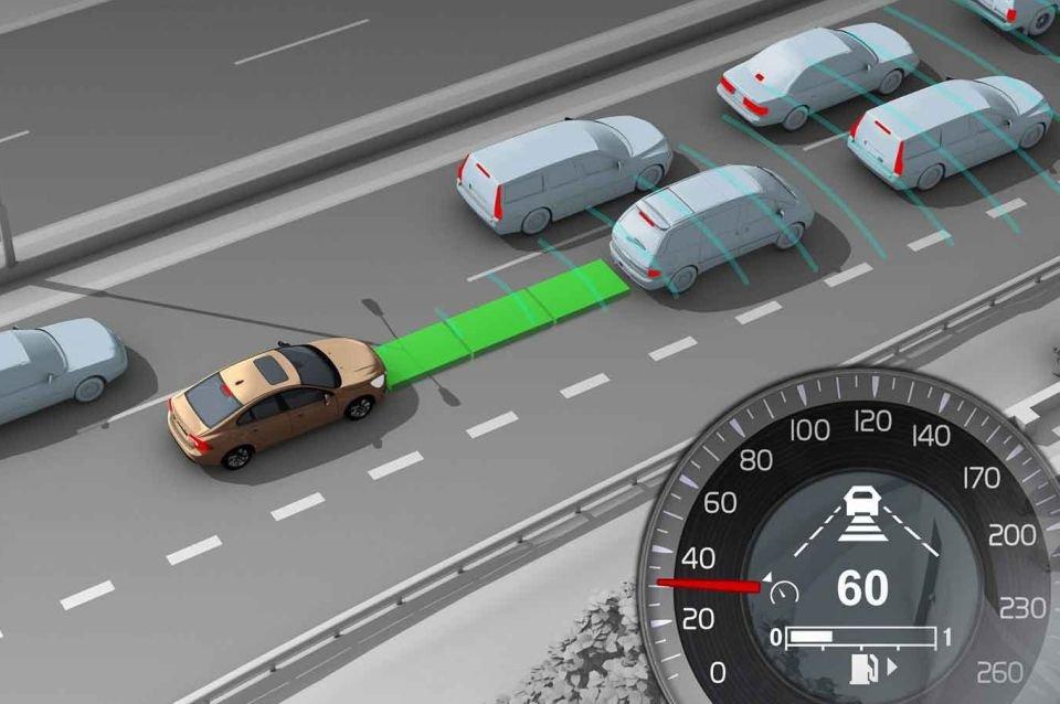 Adaptacyjny tempomat ułatwia poruszanie się na zatłoczonej autostradzie (fot. Volvo)