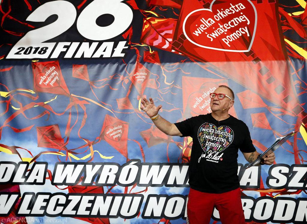 Jerzy Owsiak podczas próby pobicia rekordu w jednoczesnym prowadzeniu resuscytacji krążeniowo - oddechowej i ogłoszenie celu 26 finału WOŚP w 2018 roku, 16.10.2017 Warszawa