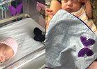 Fioletowy motylek przy dziecięcym łóżeczku mówi coś, co rodzicom więźnie w gardle. Wiesz, co oznacza?