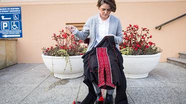 Listopad 2018. Performance 'Materiał dowodowy' Anny Dąbrowskiej przed Urzędem Wojewódzkim w Lublinie