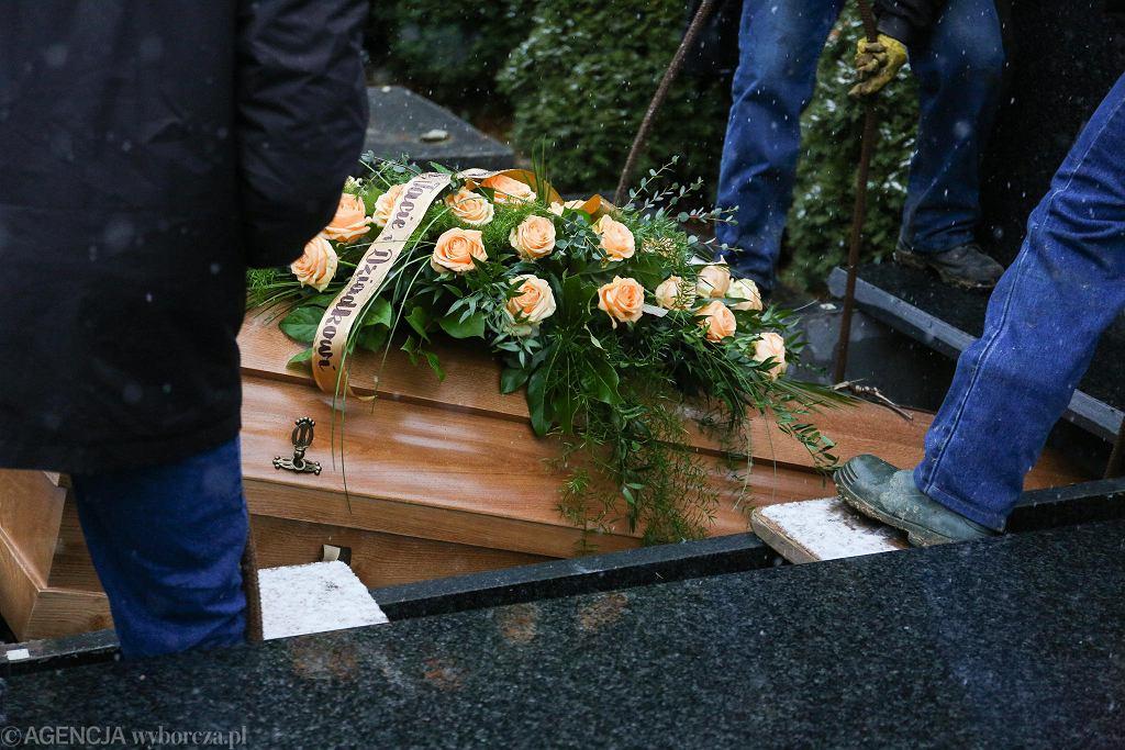 Pogrzeb/zdjęcie ilustracyjne