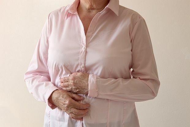 Zespół żołądkowo-sercowy Roemhelda to przede wszystkim bóle brzucha i wzdęcia