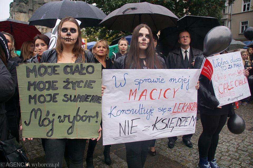 Zdjęcie numer 10 w galerii - Czarny protest w Zielonej Górze:
