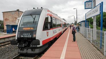 Na linii do Wągrowca powstały też nowe przystanki, jak np. Zielone Wzgórza w Murowanej Goślinie. Dla mieszkańców to już konkretna propozycja, by po pięciominutowym spacerze wsiąść do nowoczesnego pociągu zamiast stać w korku w samochodzie.