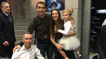 Fernando Ricksen z żoną Isabellą i córeczką Veroniką oraz Cristiano Ronaldo i Florentinem Perezem