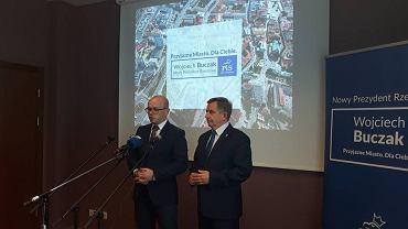 Marcin Fijołek i Wojciech Buczak podczas poniedziałkowej konferencji