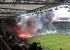 Kłęby dymu nad stadionem Legii. Sędzia musiał przerwać mecz