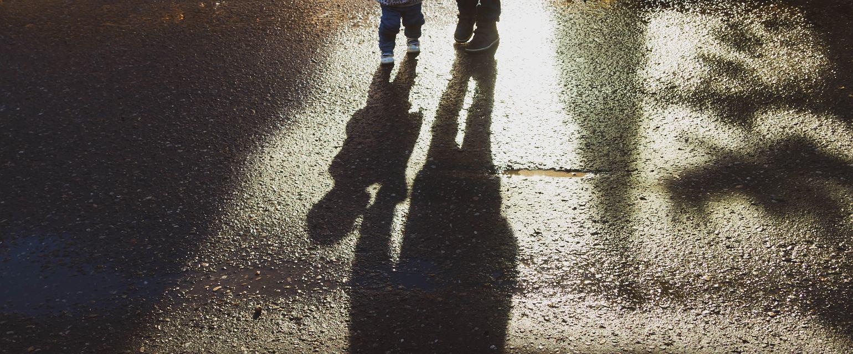 Nieograniczanie kontaktów ojcu wymaga dojrzałości byłej partnerki. Taka postawa zaprocentuje. (Fot. Shutterstock)