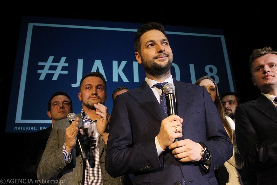 Wiceminister sprawiedliwości Patryk Jaki przegrał sprawę w sądzie z posłem PO -KO Robertem Kropiwnickim.