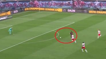 Tak Robert Lewandowski strzelił gola w hicie Bundesligi [WIDEO]