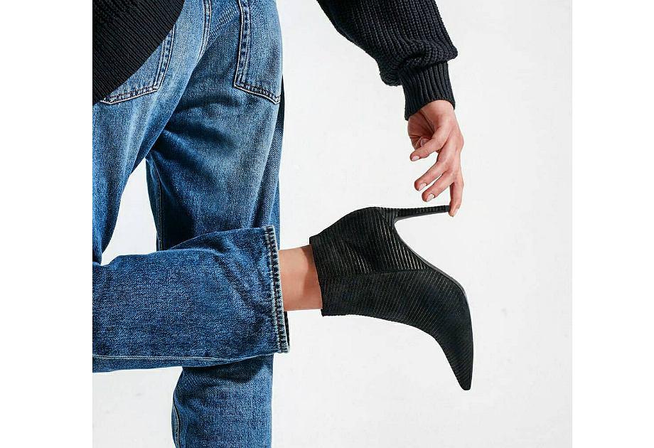 L37 to polska marka obuwia prowadząca butik przy ul. Mokotowskiej. Podczas wyprzedaży można tam kupić obuwie w podobnej cenie, co w sklepach sieciowych