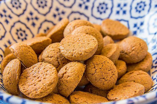 Kruidnoten - korzenne ciasteczka pieczone w Holandii na mikołaja