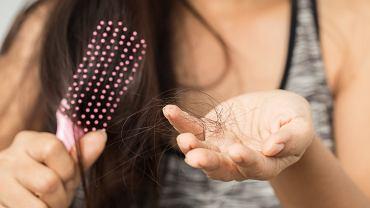Jak sobie poradzić z wypadaniem włosów po ciąży?