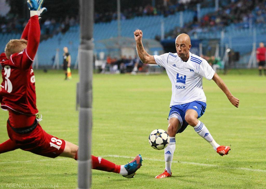 I liga, piłka nożna. Wisła Płock - Arka Gdynia 2:1. W akcji Paweł Kaczmarek