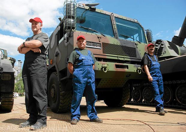 Wojskowa ciężarówka Jelcz, która mogłaby stanowić bazę dla wyrzutni HIMARS (w ramach programu Homar). Stalowa Wola, 17 czerwca 2010