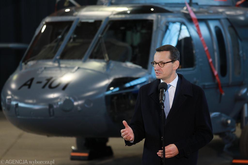 Premier Mateusz Morawiecki. Przekazanie policji śmigłowcow Black Hawk