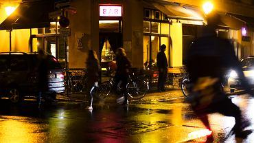 Bary w Berlinie będą mogły działać tylko do godz. 23:00 w związku z epidemią