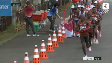 Morhad Amdouni strącił butelki podczas maratonu
