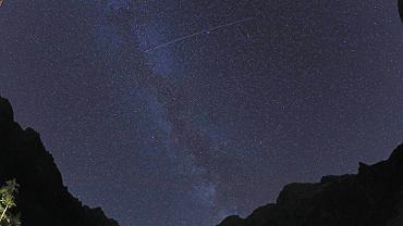 Perseidy w swoim maksimum. Do 100 meteorów/h. Gdzie i kiedy obserwować? Pikniki i wydarzenia [MAPA]