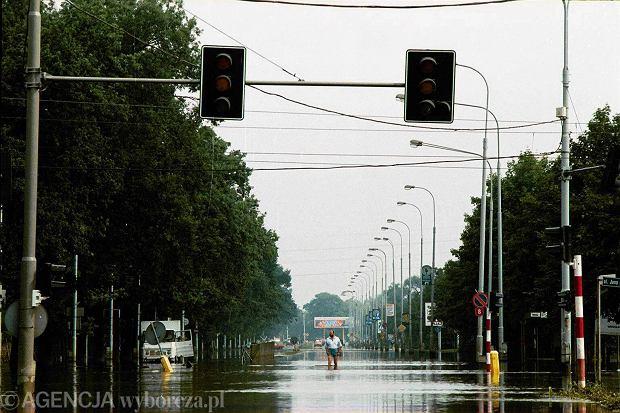 Zdjęcie numer 6 w galerii - 17 lat temu Odra zalała Wrocław. Tak wyglądało miasto [FOTO]