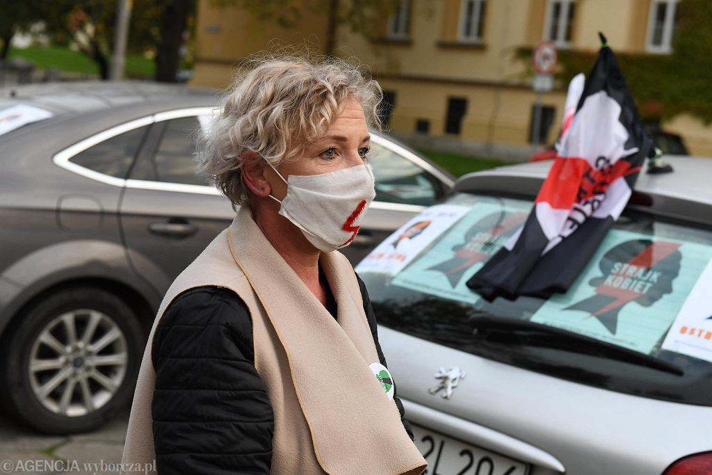 Protest samochodowy pod hasłem 'Ostra jazda' przeciwko zaostrzeniu prawa antyaborcyjnego. Czwartek, 22 października 2020, Wrocław
