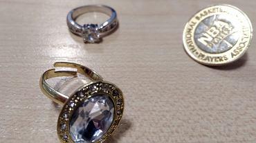 To twoja biżuteria? Policja z Mokotowa szuka właścicieli złodziejskich łupów