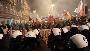 Marsz skrajnych prawicowców w Święto niepodległości. Wrocław, 11 listopada 2019