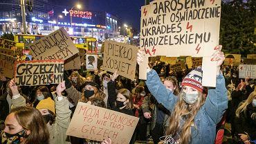 Strajk kobiet. W piątek w Rzeszowie kolejne protesty. 'Przepraszamy za utrudnienia, mamy rząd do obalenia'
