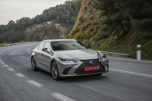Opinie Moto.pl Nowy Lexus ES: Żegnaj Lexusie GS. Jeździliśmy nowym sedanem klasy premium