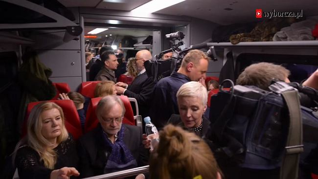 """""""Powidoki"""". Pojechaliśmy na premierę specjalnym pociągiem z aktorami Wajdy"""