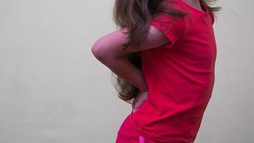 Ból pleców u dziecka pojawia się z wielu powodów - tak błahych i banalnych, jak i poważnych