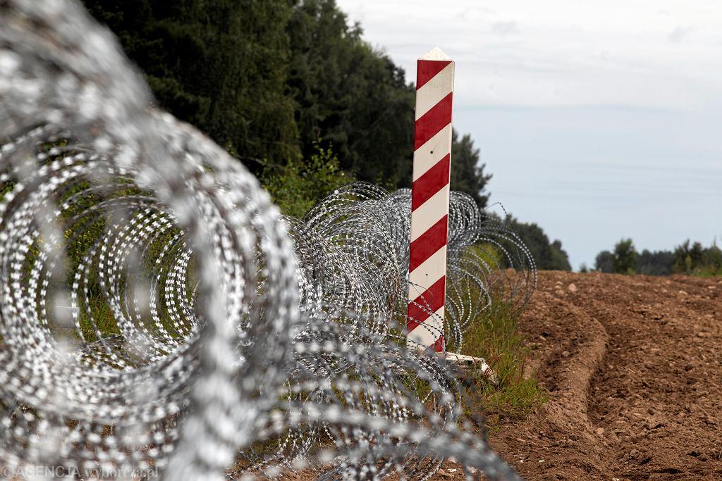Zasieki z drutu kolczastego - zalążek przyszłego 'Płotu Błaszczaka na granicy Polsko-Białoruskiej, 24 sierpnia 2021