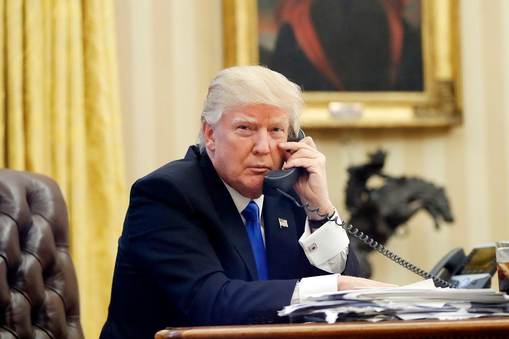 Donald Trump rozmawia przez telefon z premierem Australii Malcolm Turnbull