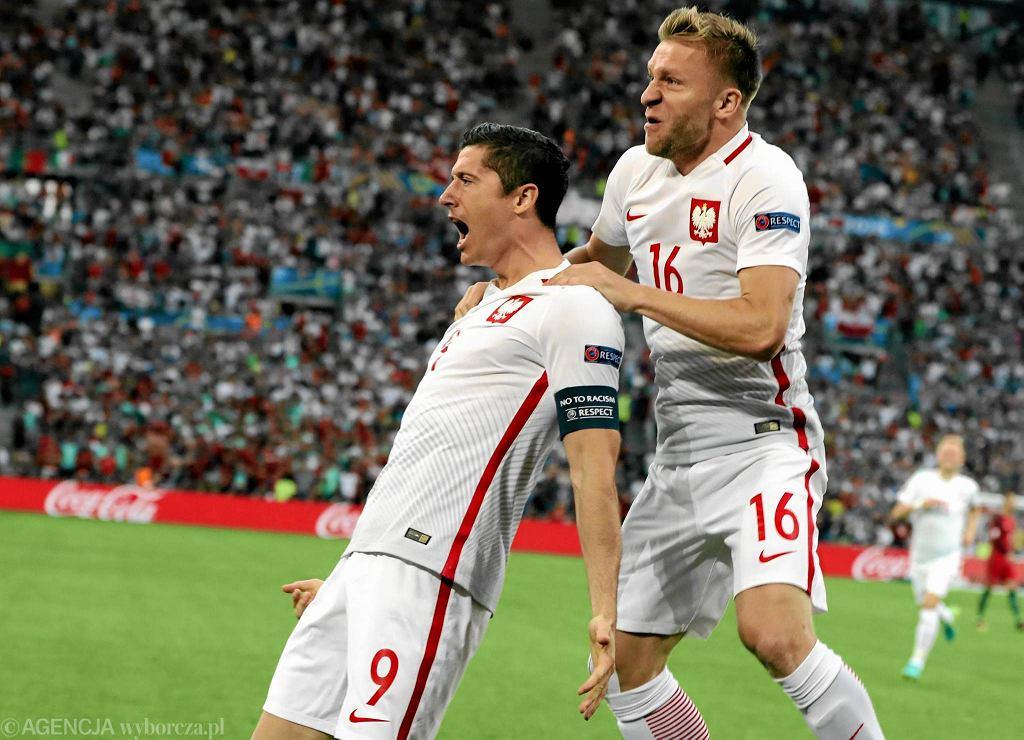 Robert Lewandowski - trafia do bramki w drugiej minucie meczu 1/4 finału Euro 2016 : Polska - Portugalia
