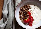 Domowa granola - idealny sposób na pożywne śniadanie [proste przepisy]