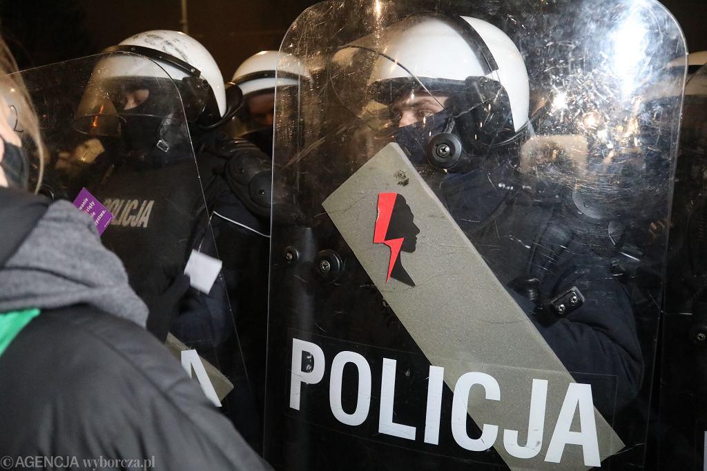 29.01.2021, Warszawa, policja na proteście po ogłoszeniu uzasadnienia wyroku TK w sprawie ustawy antyaborcyjnej.