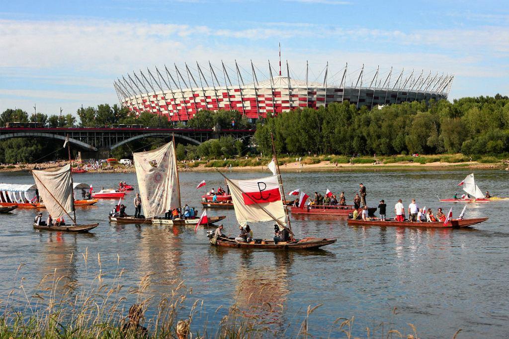 Ubiegłoroczne obchody rozpoczęcia powstania warszawskiego na Wiśle w pobliżu miejsca zatopienia statku wycieczkowego Bajka.