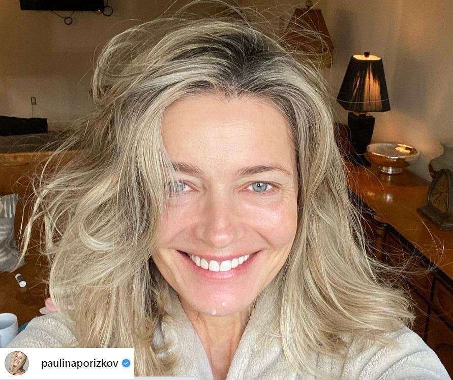 55-letnia Paulina Porizkova zamieściła odważne zdjęcie. Zwróciła się do fanów z ważnym apelem