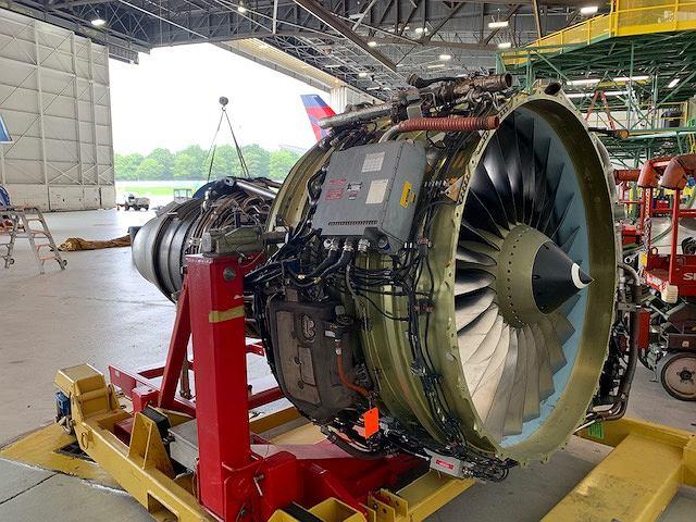 Silnik CFM56. Duża szeroka część z przodu to wentylator i jego obudowa, charakterystyczny element powszechnych na rynku cywilnym silników turbowentylatorowych. Nie nadają się do myśliwców osiągających prędkości naddźwiękowe