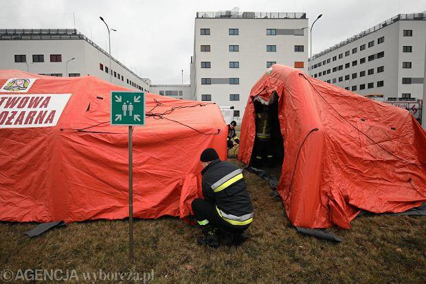 Ćwiczenia w stawianiu tymczasowych izb przyjęć przy szpitalu uniwersyteckim w Prokocimiu