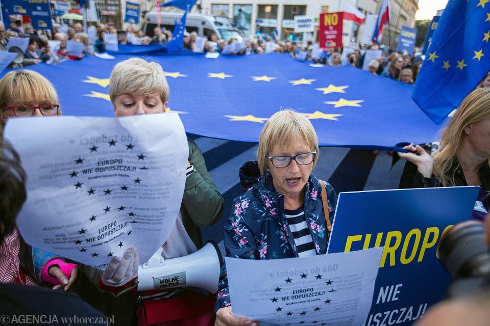 https://bi.im-g.pl/im/4d/90/19/z26807629V,Protest---Europo-nie-odpuszczaj---Bronmy-polskich-.jpg