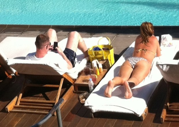 WORLD RIGHTS NO USA, AUSTRALIA, NEW ZEALAND, SPAIN, FRANCE, GERMANY, AUSTRIA, SWITZERLAND, POLAND, HUNGARY, CZECH REPUBLIC AND SWEDEN - England and Manchester United footballer, Wayne Rooney chills out with wife, Coleen, during their holiday break in Los Angeles, CA, USA 27/06/2012    BYLINE BIGPICTURESPHOTO.COM:     REF:966    USAGE OF THIS IMAGE OR COPY WRITTEN THAT IS BASED ON THE CAPTION, IS CONDITIONAL UPON THE ACCEPTANCE OF BIG PICTURES'S TERMS AND CONDITIONS, AVAILABLE AT WWW.BIGPICTURESPHOTO.COM    STRICTLY NO MOBILE PHONE APPLICATION OR ?APPS? USE WITHOUT PRIOR AGREEMENT *** Local Caption *** .