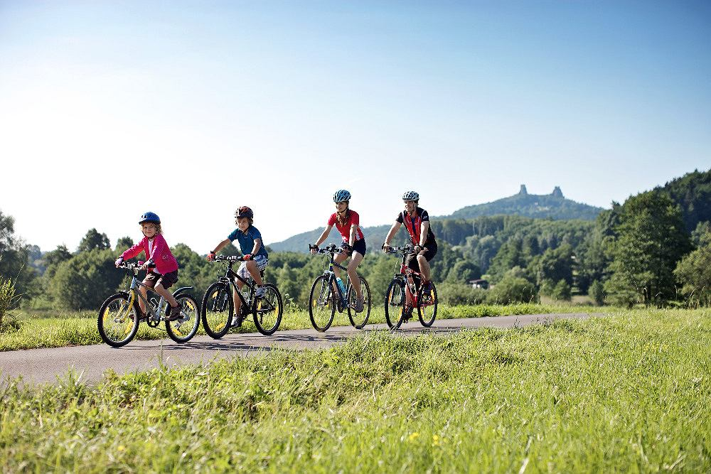 Rowerzyści w Czeskim Raju
