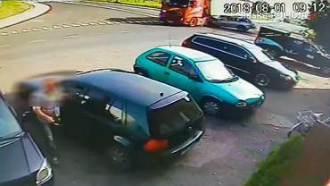 Groźny wypadek w Połomi. Rozpędzony samochód osobowy wjechał w ciężarówkę